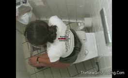 Amateur girl shits a lot