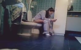 Spying on a sexy teen that's pooping