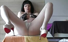 Dark haired babe shits in brown pantyhose