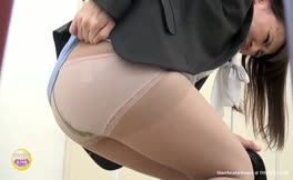 Japanese secretary did a mess in her panties